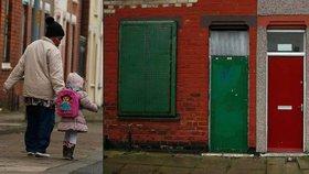 Kvůli barevně odlišeným dveřím jsou uprchlíci v Británii terčem útoku rasistů.