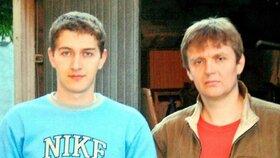 Alexandr Litviněnko (vpravo) se svým bratrem Maximem (vlevo)