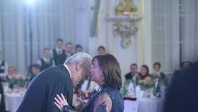 Prezident Miloš Zeman si zatančil s první dámou.