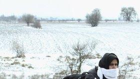 Do Evropy i během zimy proudí tisíce uprchlíků denně. Nezastaví je ani sníh (ilustrační foto)