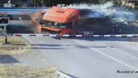 Rozhazoval rukama a chodil kolem kabiny: Řidič od Studénky nikomu nešel pomoci.