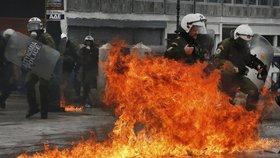 Řecko ochromila stávka, desetitisíce lidí vyšly do ulic.