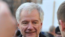 Do boje o hrad se vydává také předseda republikánů Miroslav Sládek, je to jeho čtvrtý pokus.