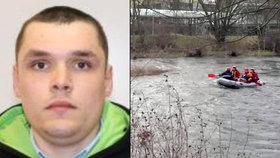 Hledaný muž při útěku před policií skočil do řeky Ohře.