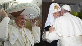 Papež si na návštěvě Kuby zkusil klobouk a setkal se také s ruským patriarchou Kirillem.
