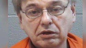 Donald Johnson byl zatčen za masturbaci při řízení.
