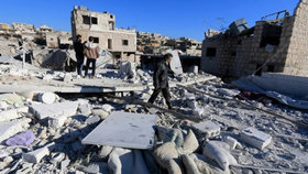 Hned dvě nemocnice byly v Sýrii v pondělí 15. února zasaženy bombami. Zemřelo minimálně 19 lidí.