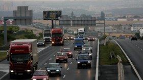 České dálnice by bez mýtného mohly zaplavit kamiony