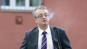 Poslanec Marek Benda (ODS) s cigaretou