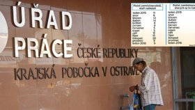 Firmy v Česku se chystají hromadně propouštět hlavně na Moravě.