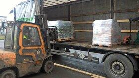 Prvních 16 tun medu přivezl do ostravské spalovny kamion ve středu 24. února.