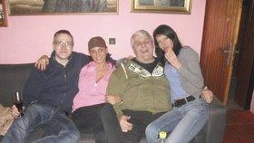 Jonák se svými ženami a synem