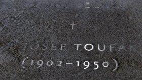 Toufarův náhrobek v kostele