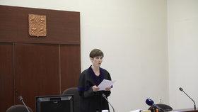 Soud kvůli Zemanovu Peroutkovi: Soudkyně Sedláková čte rozsudek
