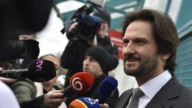 Parlamentní volby 6. března na Slovensku. Ministr vnitra a místopředseda strany Směr-SD Robert Kaliňák hovoří s novináři při odchodu z televizní debaty v TV Markíza.