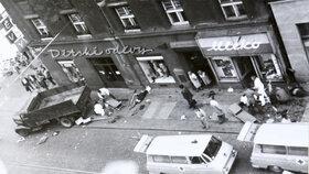 Po tragédii na ulici ležela bezvládná těla.
