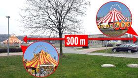 Cirkusové stany Berousků od sebe stojí jen 300 metrů a perou se o návštěvníky.