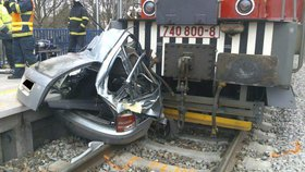 Opilý strojvedoucí zabil v Golčově Jeníkově muže a ženu v autě.
