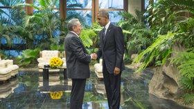 Americký prezident Barack Obama zahájil na Kubě historické jednání s kubánským vůdcem Raúlem Castrem.