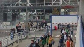 Panika na letišti v Bruselu po výbuchu dvou náloží