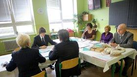 Studenti 34 českých škol mají problém s maturitami, běžně jich propadají dvě třetiny.