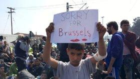 Nejsme všichni teroristé! Uprchlíci z Řecka vyjadřují soustrast lidem v Bruselu.