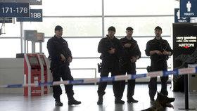 Letiště v Česku bude hlídat o více než 200 policistů více.