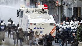Belgické radikály rozháněla vodní děla.