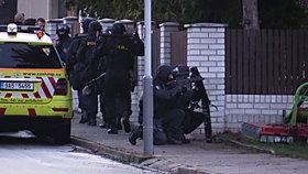 Policejní zásah proti ozbrojenému muži v Štěrboholích