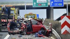 Děsivá nehoda na dálnici D5: Čtyři lidé zemřeli po srážce kamionu a osobáku
