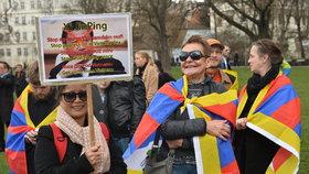 Pražská Kampa: Demonstrace na podporu Tibetu a proti politice Číny