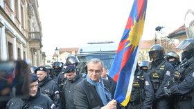 Miroslav Kalousek během protestu na podporu Tibetu a návštěvy čínského prezidenta v Praze