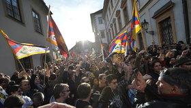 Tlačenice během protestu na podporu Tibetu
