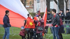 Podporovatelé čínského prezidenta Si Ťin-pchinga v Praze