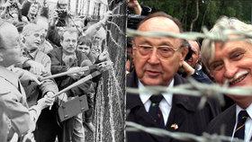 Hans-Dietrich Genscher a Jiří Dienstbier spolu stříhali v prosinci 1989 plot železné opony.