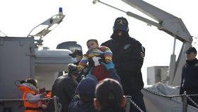 Řecko deportuje první uprchlíky z ostrova Lesbos do Turecka.