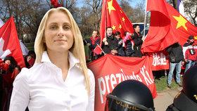Ditu Charanzovou (ANO) naštval průběh návštěvy čínského prezidenta v Praze. (koláž Blesk.cz)