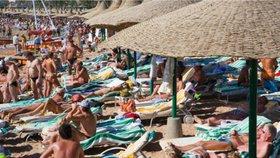 Turisté odjíždějí na dovolené s obavami. (Ilustrační foto)
