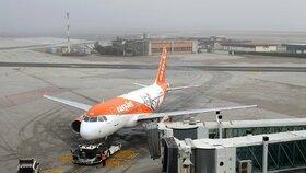 Trojice cestujících vedla podezřelý rozhovor o terorismu.