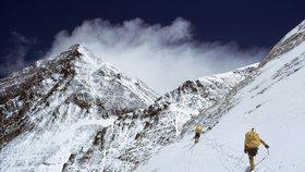 Nepál je oblíbeným cílem horolezců, kteří se zde snaží zdolat nejvyšší hory světa (ilustrační foto)