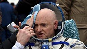 """Scott Kelly pobyl ve vesmíru 340 dnů v kuse, což je americký rekord. Ovšem nyní za to """"pyká""""."""