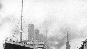 Titanic v přístavu v Belfastu