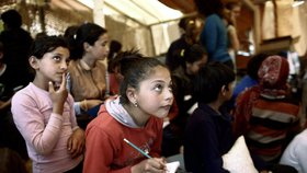 V Idomeni vznikla stanová škola pro dětské běžence, kteří se učí například anglicky a německy.