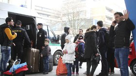 Iráčtí uprchlíci chtěli do Německa, ale chytili je u hranic. Přenocovali v Ústí v hotelu a odvezli je na služebnu.