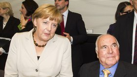 Angela Merkelová a někdejší kancléř Helmut Kohl