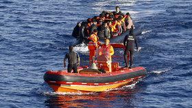 Čtyři lodě s migranty se potopily: Stovky mrtvých