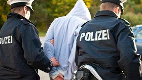Německá policie zadržela extremisty: Útočili na uprchlické ubytovny (ilustrační foto)