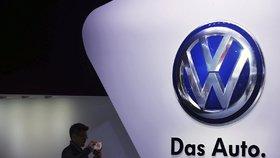 Volkswagen v rekordní ztrátě: Vedení si přikleplo rekordní odměny.