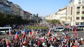 Odpůrci a podporovatelé uprchlíků se střetli už v září na Václavském náměstí.