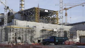 30 let od Černobylu: Češi platí nový sarkofág.